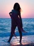 отдых в Крыму: Девушка на фоне заходящего солнца