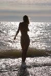 отдых в Крыму: Девушка у моря