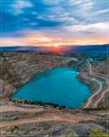 отдых в Крыму: восход над сердечным озером в балаклавском карьере
