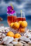 отдых в Крыму: Солнечное настроение в пасмурную погоду на пляже Васили.
